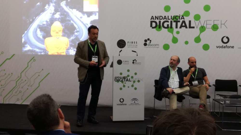 Sergio Díez, del HUB Movilidad Conectada durante su presentación. Fotografía cortesía de Fátima Ramírez