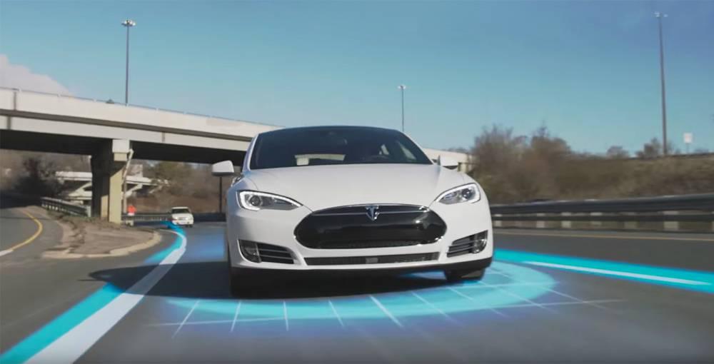 EL Auto-Pilot de Tesla fue el primer sistema en llegar al mercado